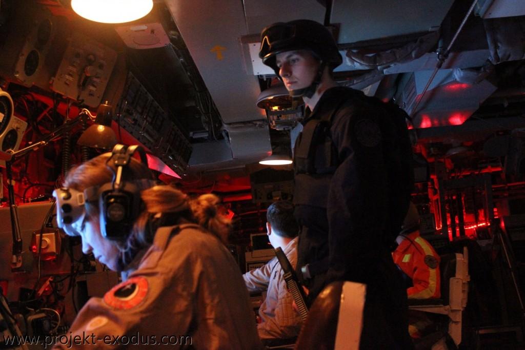 Marine überwacht die Crew